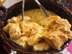 Chongos Zamoranos. Se trata de un dulce de leche cuajada, creado durante el virreinato en los conventos de Michoacán. Lleva leche, azúcar, canela y otras especias, todo esto cuajado y hervido