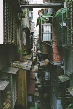 Taipei Streets. focused-on-taiwan: backyards / may 2013 / taipei