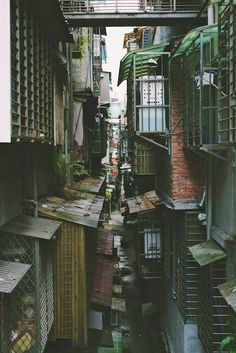 Taipei Streets. focused-on-taiwan: backyards / may 2013 / taipei