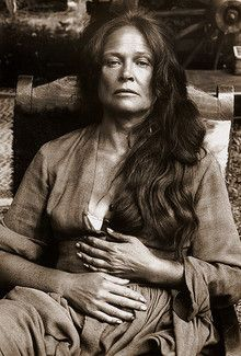 Colleen Dewhurst, portrait, 'The Cowboys', 1971 by Bob Willoughby. No one mastered the poor white woman like she did honor those hardy people from Appalachia with their deep dark roots in American contradictions and glory! Hollywood Stars, Classic Hollywood, Old Hollywood, Colleen Dewhurst, Viejo Hollywood, Anne Of Green Gables, Star Wars, Famous Women, Famous Faces