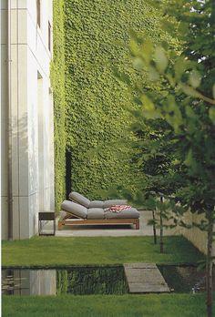 Kunstgras verkrijgbaar bij www.gardensense.nl. Ook voor installatie en (feestelijke) lopers