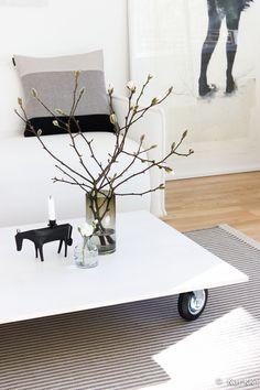 oksa,asetelma,kynttilänjalka,olohuone,kasvit sisustuksessa