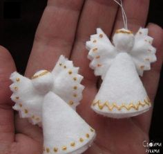 Angels made of cotton pads 0 Christmas Angel Decorations, Christmas Angel Ornaments, Felt Ornaments, Felt Christmas, Rustic Christmas, Christmas Projects, Holiday Decor, Angel Crafts, Cotton Pads