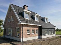 Bungalow Exterior, Exterior Siding, Interior Garden, Entryway Decor, Beautiful Homes, Building A House, Brick, New Homes, Cottage