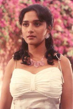 Indian Bollywood Actress, Bollywood Girls, Indian Actresses, Bollywood Stars, Bollywood Fashion, Beautiful Indian Actress, Beautiful Actresses, Indian Hot Images, Madhuri Dixit Saree