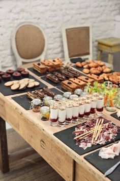 Wedding food stations display entertaining New ideas Coffee Break, Catering Display, Catering Buffet, Catering Ideas, Catering Services, Buffets, Food Stations, Festa Party, Food Displays
