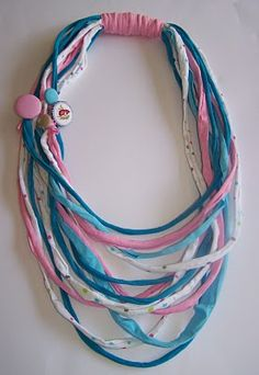 Homemade by Nancy: september 2010 Yarn Necklace, Fabric Necklace, Necklace Types, Beaded Necklace, Necklaces, Textile Jewelry, Fabric Jewelry, Jewellery, Homemade T Shirts