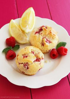 Wake up to a batch of these super soft, summery lemon raspberry muffins. They freeze Homemade Muffins, Homemade Breakfast, Breakfast Recipes, Vegetarian Breakfast, Muffin Recipes, Lemon Raspberry Muffins, Raspberry Recipes, Just Bake, Frozen Meals