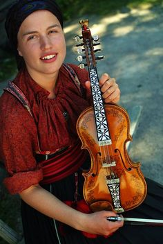 The traditional Hardanger fiddle (Hardingfele in Norwegian) from Norway. Photo by N. Bundt / Innovation Norway