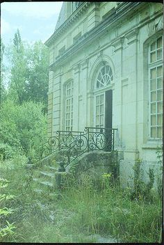 Château de l'écrivain by Ruin T, via Flickr