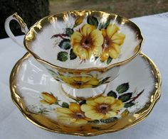 QUEEN ANNE BONE CHINA TEACUP TEA CUP & SAUCER YELLOW FLOWERS GOLD  ACCENTS