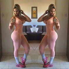 Instagram media by thatiponcino - Mais um look lindo da @lojabellafit !!! Como eu sofria antes de conhecer essa loja... ... Beleza e precinho top! Treininn de Glúteos hoje rendeu...agora deixa eu ir ali em Ilhéus dar uma passeada! ➞➞➞Coach: @victorleal46 (tá me matando )