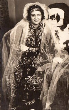Historical Pictures, Traditional Outfits, Costumes, Caftans, Bride, History, Times, Dresses, Fashion
