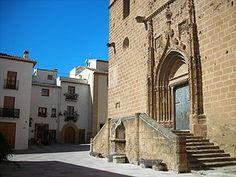 El monumento más significativo es la Iglesia de San Bartolomé en el centro del pueblo. Dicha iglesia data del s. XVI y combina la fortaleza (por su forma cuadrada y sus contrafuertes internos) y la sobriedad de una iglesia. Su campanario, se destaca sobre el pueblo y se puede ver desde cualquier parte de la comarca.