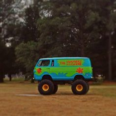 "For those of you who remember #Scooby and want a little #smile on a #Wednesday, apparently there's a version of ""The Mystery Machine"" #van in #Virginia. #themysterymachine #ruhroh #psychedelic #scoobydoo #scoobyandthegang #flashback #humpday #humor #january #winter #outdoors #roadtrip #fun #dog #love #va #photooftheday #picoftheday #photography #vaphotographer #kimphamclark"