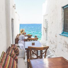 The cutest spot in Mykonos to enjoy a cold drink, if you go at the right time... it gets very busy now! #mykonos #greecestagram #greece