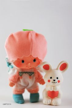 Apricot preserves and hopsalot the buuny from Strawberry shortcake. Loved these dolls. 1980s Childhood, My Childhood Memories, Sweet Memories, Strawberry Shortcake Characters, Vintage Strawberry Shortcake Dolls, Old School Toys, 80s Kids, Oldies But Goodies, Ol Days