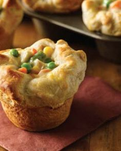 Chicken Pot Pie with just 4 ingredients? It couldn't get any easier!® Chicken Pot Pie Puffs 2 cups Green Giant® frozen mixed vegetables, thawed 1 cup diced cooked chicken 1 can oz) condensed cream of chicken soup Mini Pot Pies, Le Diner, Love Food, Brunch, Easy Meals, Food And Drink, Cooking Recipes, Easy Recipes, Top Recipes