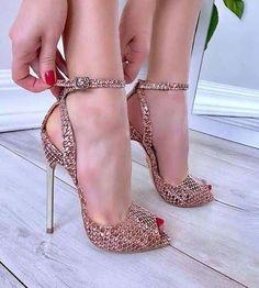 32 Stilettos Schuhe für den Winter - Who run the world? Girl's on heel's - Shoes Hot High Heels, High Heel Boots, Heeled Boots, Shoe Boots, Heeled Sandals, Sexy Heels, Hot Shoes, Crazy Shoes, Black Shoes