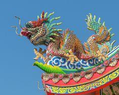 2013 Photograph, San Jao Pung Tao Gong Dragon Roof Finial, Chang Moi, Mueang Chiang Mai, Chiang Mai, Thailand, © 2016. ภาพถ่าย ๒๕๕๖ ศาลเจ้าปุงเก่ากง ยอดหลังคามังกร ต.ช้างม่อย อ.เมืองเชียงใหม่ จ.เชียงใหม่ ประเทศไทย