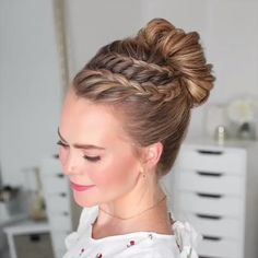 37 Dutch Braid Hairstyles – Braided Hairstyles With Tutorials The Dutch Spit is a three-strand pigtail with the addition of extra. But the strands are not laid on top, as when weaving a French braid, but under it, so it is also called reverse French. Braided Bun Hairstyles, Bun Hairstyles For Long Hair, Wedding Hairstyles, French Hairstyles, Hairstyle Ideas, Fashion Hairstyles, Pretty Hairstyles, Hairstyles For Girls, Popular Hairstyles