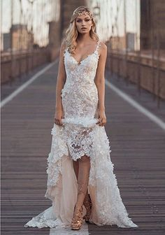 A gown for the modernistic bride that dares to stand out through the play of transparency, gentleness, and weightlessness of adorned geometric shape lace.