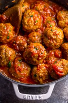 These Easy Italian Sausage Meatballs are juicy and so flavorful! This is a great recipe for serving a crowd! Simply roll, bake, and serve with … Italian Sausage Meatballs, Easy Baked Meatballs, Spicy Sausage, Spaghetti And Meatballs, Recipes With Sausage Meatballs, Italian Sausage Spaghetti, Italian Appetizers, Meat Appetizers, Pasta