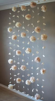 Paper flower and tissue paper puff garland - decoration .- Papierblumen- und Seidenpapierhauchgirlande – Dekoration Selber Machen Paper flower and tissue paper puff garland - Paper Flower Garlands, Tissue Paper Flowers, Diy Flowers, Tissue Paper Pom Poms Diy, Flowers Decoration, Tissue Paper Decorations, Paper Backdrop, Diy Backdrop, Paper Flowers For Wedding