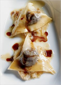 The restaurant's blutwurst ravioli with sauerkraut and balsamic vinegar.        http://www.hoeren-sehen-schmecken.net/
