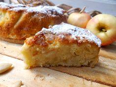 Io adoro le Torte di mele ma in particolare questa Torta di Mele!! E' semplicissima da fare e rimane molto umida e ricca di mele,proprio come piace a me