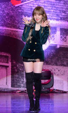 Wendy Red Velvet, Seulgi, Peek A Boos, Kpop Girls, Punk, Sexy, Outfits, Beauty, Witch