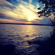Le ciel se peint de lumière Ciel, Celestial, Sunset, Outdoor, Inspiration, Landscapes, Outdoors, Biblical Inspiration, Sunsets