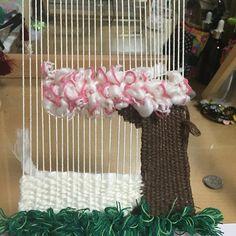 #광주위빙 #광주위빙타피스트리 #wallhangingdecor #weaving#weavingtapestry#위빙클래스 #직조#직조공방#벽장식 철지난 벗꽃나무 가 만들어지고있네~엥#위빙#위빙타피스트리