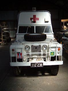 Land Rover Ambulance )