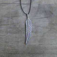 MUSIBATTY Striped Feather Pendant