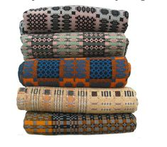 welsh quilts No wonder I love woven things. Weaving Textiles, Textile Fabrics, Textile Patterns, Textile Art, Print Patterns, Welsh Blanket, Wool Blanket, Soft Furnishings, Hand Weaving