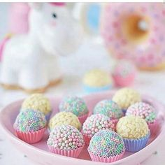 Miammm Look amazing right? I love pastel color and you? So pretty right? Amazing right? Do you love this unicorn nails? Birthday Candy, Unicorn Birthday Parties, Donut Party, Cute Desserts, Cupcakes, Love Chocolate, Candy Shop, Cute Food, Candy Colors