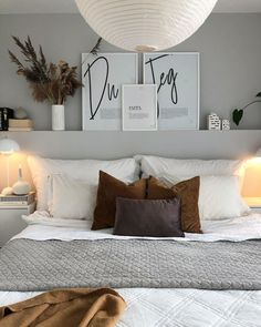 20 tips will help you improve the environment in your bedroom Grey scandinavian dreamy relaxing and minimal - all the things to look for in your dream bedroom. Gray Bedroom, Dreaming Of You, Minimalism, Bed Pillows, Pillow Cases, Home Decor, Bedrooms, Pillows, Decoration Home