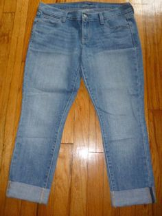 Womens OLD NAVY Ultra Blue Capris Cropped Cuffed Light Jeans Distressed 8…