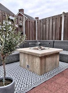 steigerhouten vuurtafel, De Steigerhouten vuurtafel is de ideale oplossing om langer buiten te zitten en een gezellige sfeer te creëren.