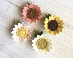 felt flower headbands This sweet, little blush colored sunflower hair accessory is perfect for fall! This listing is for either one hair clip or headband. You may choose your pref Felt Flower Bouquet, Felt Flowers, Diy Flowers, Fabric Flowers, Fabric Flower Headbands, Baby Headbands, Felt Hair Clips, Flower Hair Clips, Flower Crown