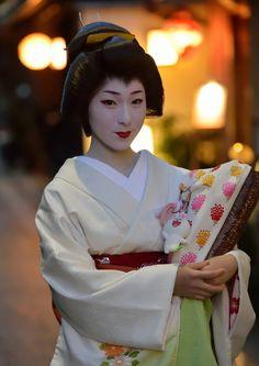 Geiko Makino of Gion Kobu