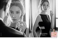 Valentino Donna Acqua Eau Toilette - Valentino apresenta uma nova edição Valentino Donna Acqua é lançado em Junho de 2017.  Valentino revela a devoção à exclusividade e a dedicação à beleza que se expressa através de uma infinita variedade de silhuetas, ideias, imagens e projectos.  Os seus produtos foram concebidos para uma mulher elegante e ideal, inspirada pelas roupas de alta costura e pelo estilo de vida, além do seu desejo de fazer uma declaração, de se desta...