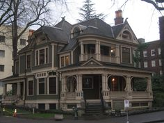Simon Benson Hse, Queen Anne style, 1901. Portland State U campus: amazing attention to detail & a great spot to visit