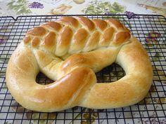 Neujahrsbrezel, ein beliebtes Rezept aus der Kategorie Brot und Brötchen. Bewertungen: 36. Durchschnitt: Ø 4,5.