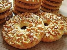 Sand rings with nuts / Culinary Universe Cake Ingredients, Yummy Treats, Delicious Desserts, Cookie Recipes, Dessert Recipes, Ukrainian Recipes, Good Food, Yummy Food, Breads
