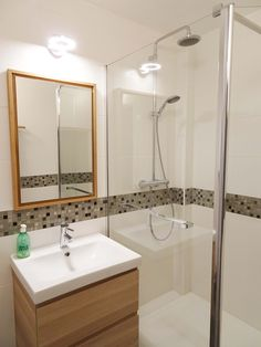 © Sandrine Carré - Décoratrice www. Wood Bathroom, Bathroom Interior, Small Bathroom, Bathroom Lighting, Light Bathroom, Best Bathroom Designs, Vanity Units, Walk In Shower, Bathroom Renovations