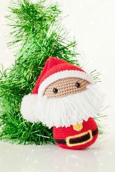 Papa Noel Santa Claus Amigurumi - Patrón Gratis en Español aquí: http://mispequicosas.blogspot.com.es/2013/12/amigurumi-papa-noel.html