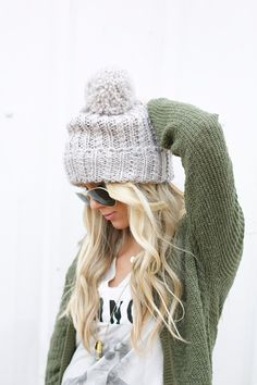 This blog has awesome style and clothing ideas. Love her style and tuturials! - Pink Pistachio