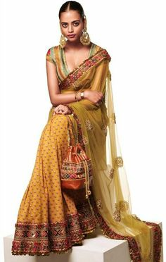 Check out the latest Sabyasachi Summer Collection 2020 For The Best Wedding Outfit Ideas that can be your wedding dress in this wedding season! Sabyasachi Collection, Saree Collection, Summer Collection, Bridal Collection, Sabyasachi Sarees, Sabyasachi Bride, Bollywood Saree, Bollywood Fashion, Indian Sarees